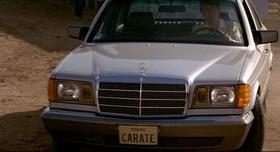 Zli karate majstor Carradine u autu s tablicama Texas Carate