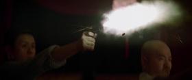 Pištolj puca (da, da, puno pištolja u ovom filmu)